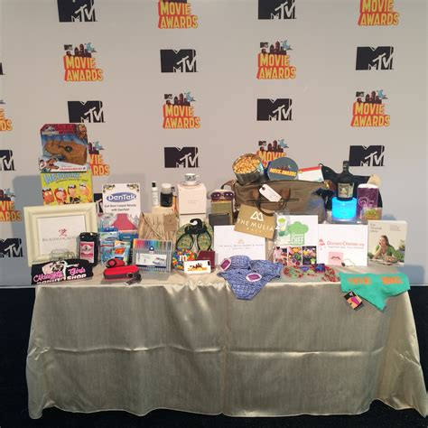 Whats In The Mtv Awards Goodie Bags by 2015 Mtv Awards Seating Swag Bags