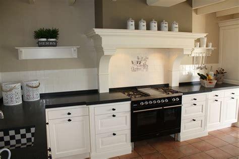 landelijke keukens engelse stijl keuken met prachtige schouw landelijke stijl amstelveen