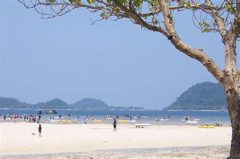Pasir Putih Untuk Hewan objek wisata pantai carolina di daerah kota padang