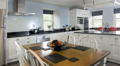 Blue Kitchen Walls White Cabinets White Kitchen Cabinets Light Blue Walls Quicua
