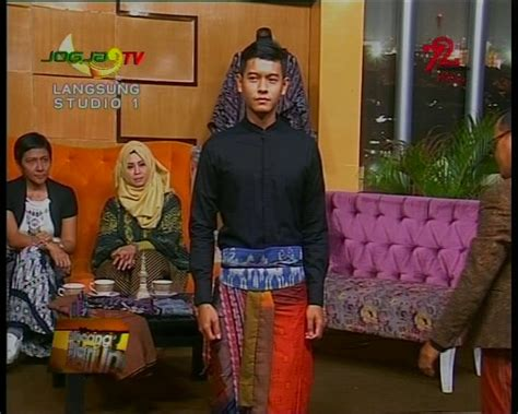 Sepatu Sneakers Tali Bintang Merah Hitam Garis Wanita ifc fashion movement sarong is my new denim jogja tv