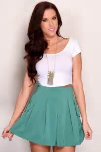 white short sleeve scoop neck crop top amiclubwear