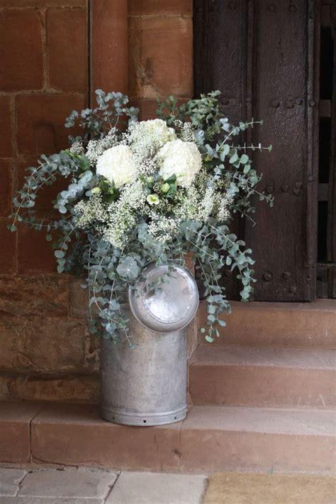 redhouse barn rustic wedding flowers gypsophila baby s breath wedding flowers diy wedding
