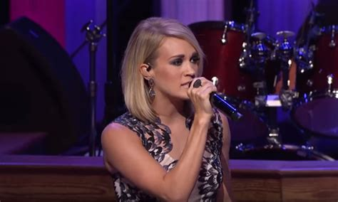 dirty laundry carrie underwood traducida watch carrie underwood belt out quot dirty laundry quot live at