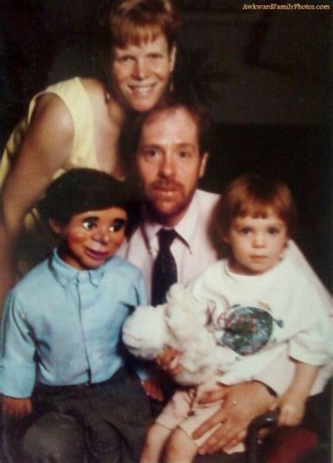 8 Funniest Families by Family Photos Look Closely It S Horrifying Lol