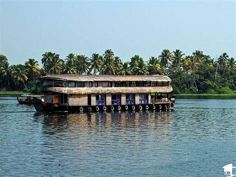 round boat in kerala kayaking through alleppey s backwaters