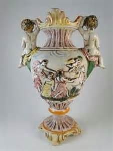 capodimonte urn on popscreen