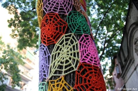 knitting vandalism yarn bombing artstormer