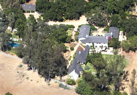 reese witherspoon sells ojai home at a loss