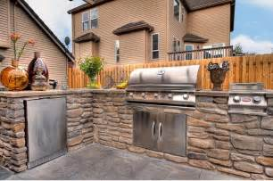 Outside kitchen ideas design with pizza oven