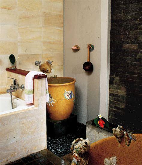 desain kamar mandi nuansa coklat tips desain kamar mandi dengan tema etnik desain rumah