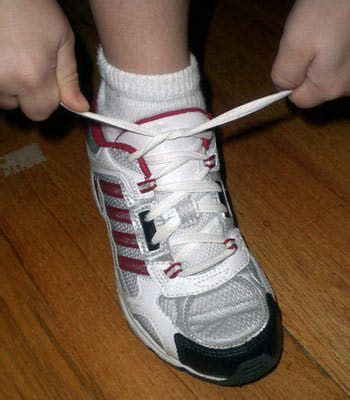 teach to tie shoes top tips for teaching to tie their shoes to