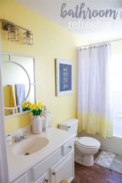 bathroom with yellow walls 25 best ideas about yellow bathroom decor on pinterest