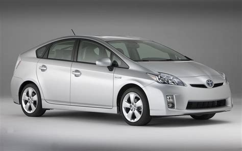 toyota hybrid cars toyota prius hybrid car review and specification