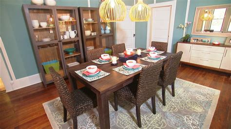 interesting way to decorating a dining room table the
