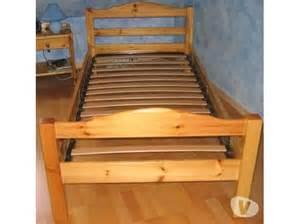 lit une personne pin massif