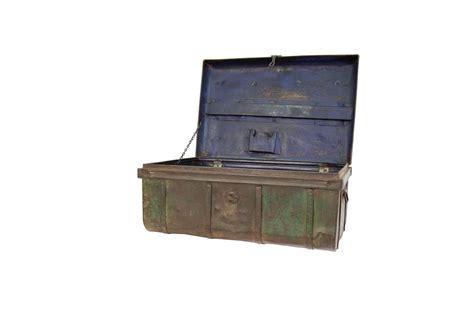 noleggio tavoli noleggio tavoli valigia vintage in metallo