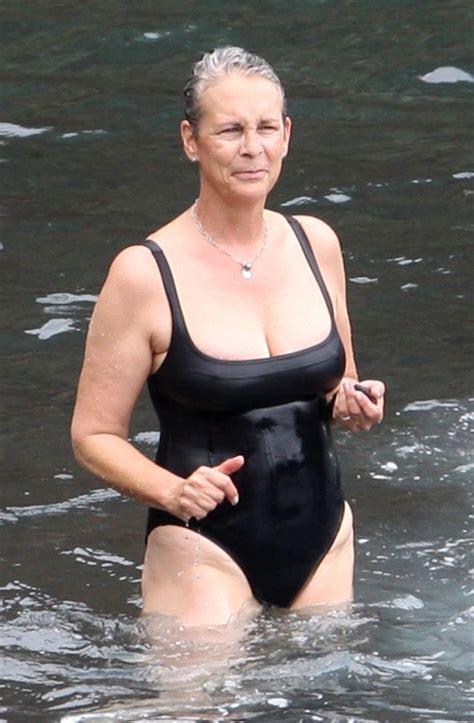 tytul film z jamie lee curtis jamie lee curtis shows off curves in swimsuit on hawaii