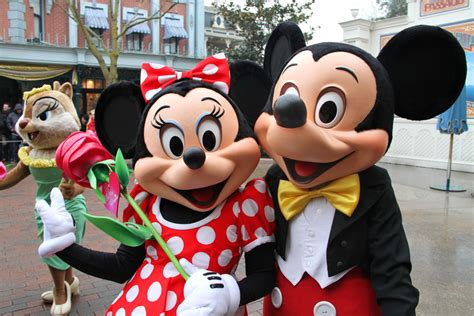 disneyland mickey did somebody catch minnie mouse on mickey with