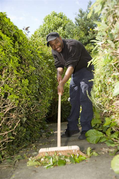 Garden Guardians by Blue Plaque Unveiled For Ashwood Garvey