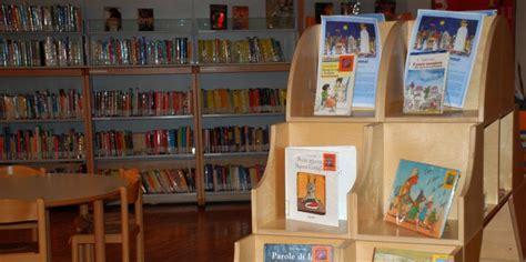 scaffali per bambini biblioteca san giorgio pistoia libri per bambini e ragazzi