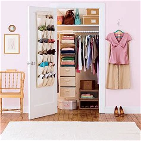 bedroom clutter solutions 1000 ideas about small bedroom closets on pinterest