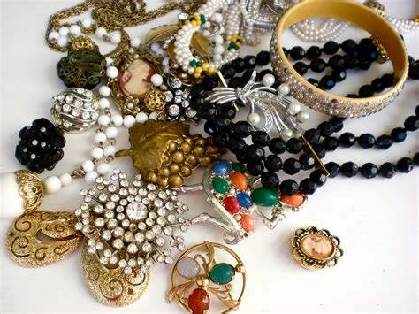 Antique Vintage antique jewelry is a delightful possession b2b