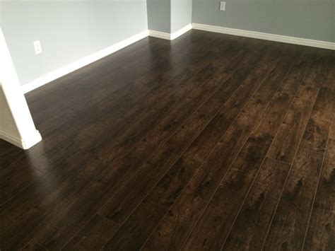 100 laminate flooring with attached underlayment