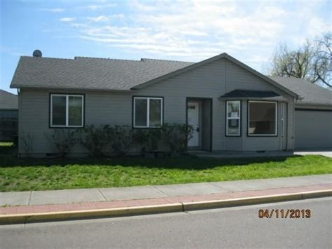 846 greenleaf ln central point or 97502 foreclosed home