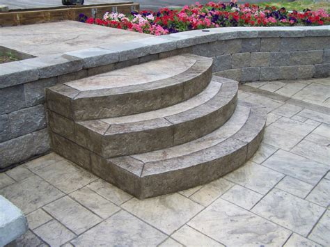 GS Flatwork, LLC   concrete Steps