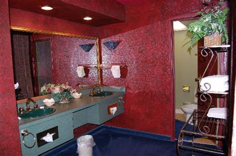 elvis presley bathroom suite graceland ok ma atmosfera surreale decadente e un