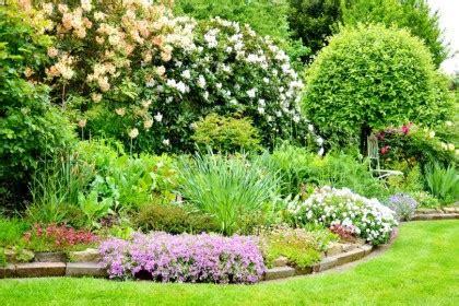 englischer garten pflanzen staudenbeet anlegen tipps meister meister