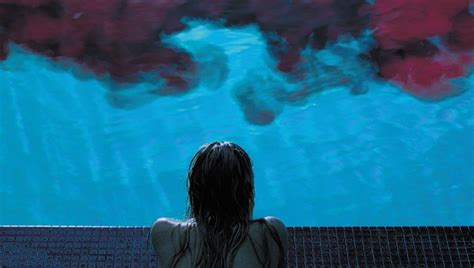 film it follows watch it follows halloween and building atmospheric