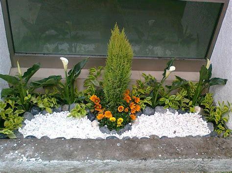 decoracion de jardines pequeños con piedras de rio jardines decorados con piedras find this pin and more on