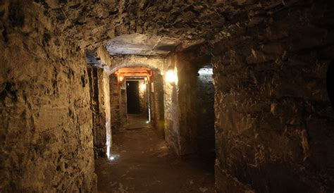 explore underground vault in edinburgh an edinburgh whisky walking tour and tasting mercat tours