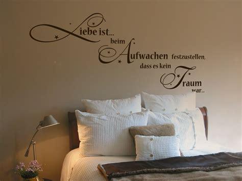 Farben Zu Malen Ein Kleines Schlafzimmer by Wandtattoo Liebe Ist Beim Aufwachen Festzustellen Dass Es