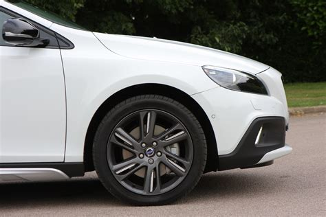 cost of volvo v40 volvo v40 cross country 2013 running costs parkers
