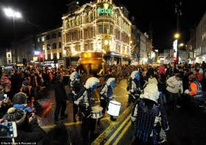 new year parade newcastle 2016 the uk welcomes in new year s 2016 with 12 000