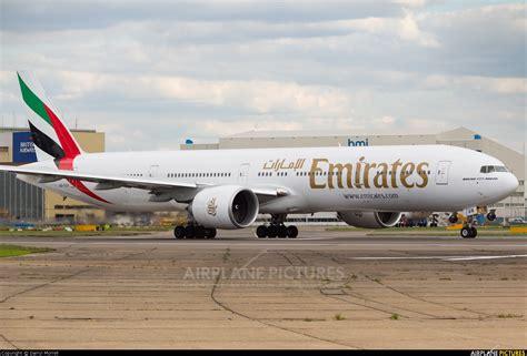 emirates boeing 777 300er a6 egn emirates airlines boeing 777 300er at london