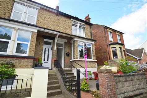 1 bedroom flat in chatham 1 bedroom flat for sale in capstone road chatham me5
