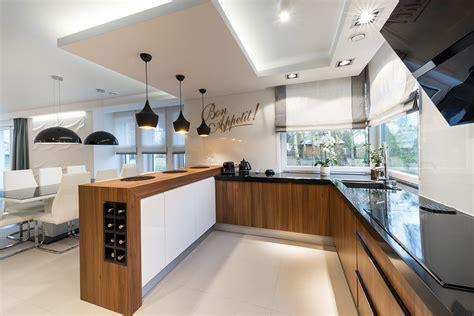 lustre moderne cuisine cuisine moderne m 233 lamine et polym 232 re lustr 233 armoires