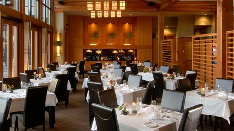 Restaurant Dining Room | 25 things that only people who carry concealed would