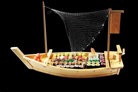 sushi on a boat chicken shoyu ramen foto di edo kaiten sushi surabaya