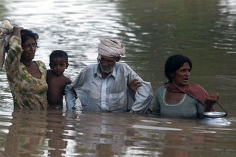Floods In Pakistan 2010 Essay by Un Warns Pakistan Floods Could Bigger Impact Than World S Last Three Disasters As