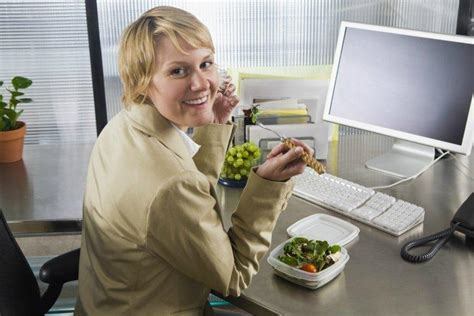 Lunch At Desk by Lunch At Your Desk Is Disgusting Says Health Minister Soubry Tnt Magazine