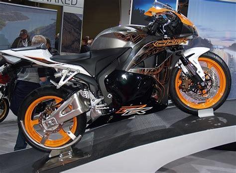 Motorrad Magazin Impressum by Biker De Supersportler Motorr 228 Der Auf Leistung Und