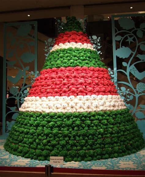 membuat pohon natal kreasi sendiri wow ini 17 kreasi pohon natal unik yang bisa kamu buat