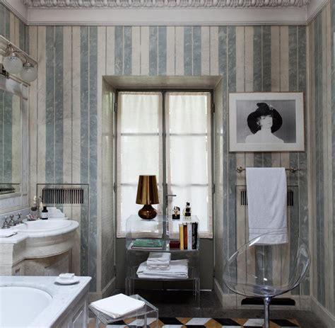 esszimmerstühle chesterfield wohnzimmer braune wand