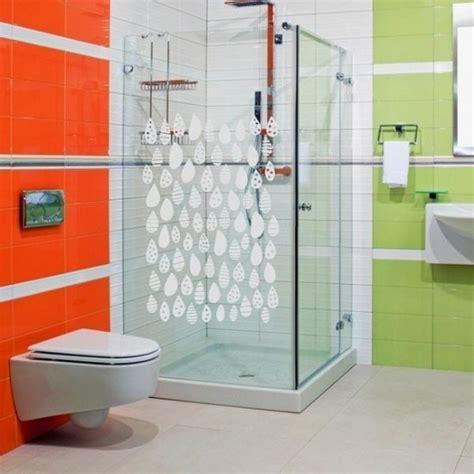 adesivi per doccia come rendere il bagno divertente e originale