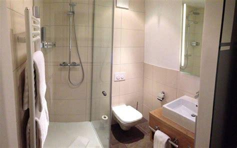 badezimmer klein modern gallery of moderne badezimmer mit fliesen und naturstein